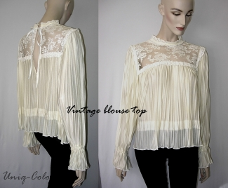 Cream plisse top — Studio-Unicps
